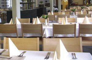 Velskolan tilava ruokasali.